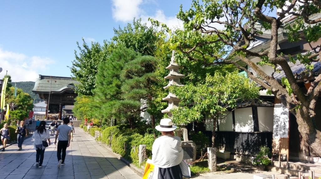 【画像】長野に帰省して善光寺到着したけど参道は死ぬほど暑かった