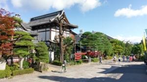 長野に帰省したスタイリストが善光寺を目指す