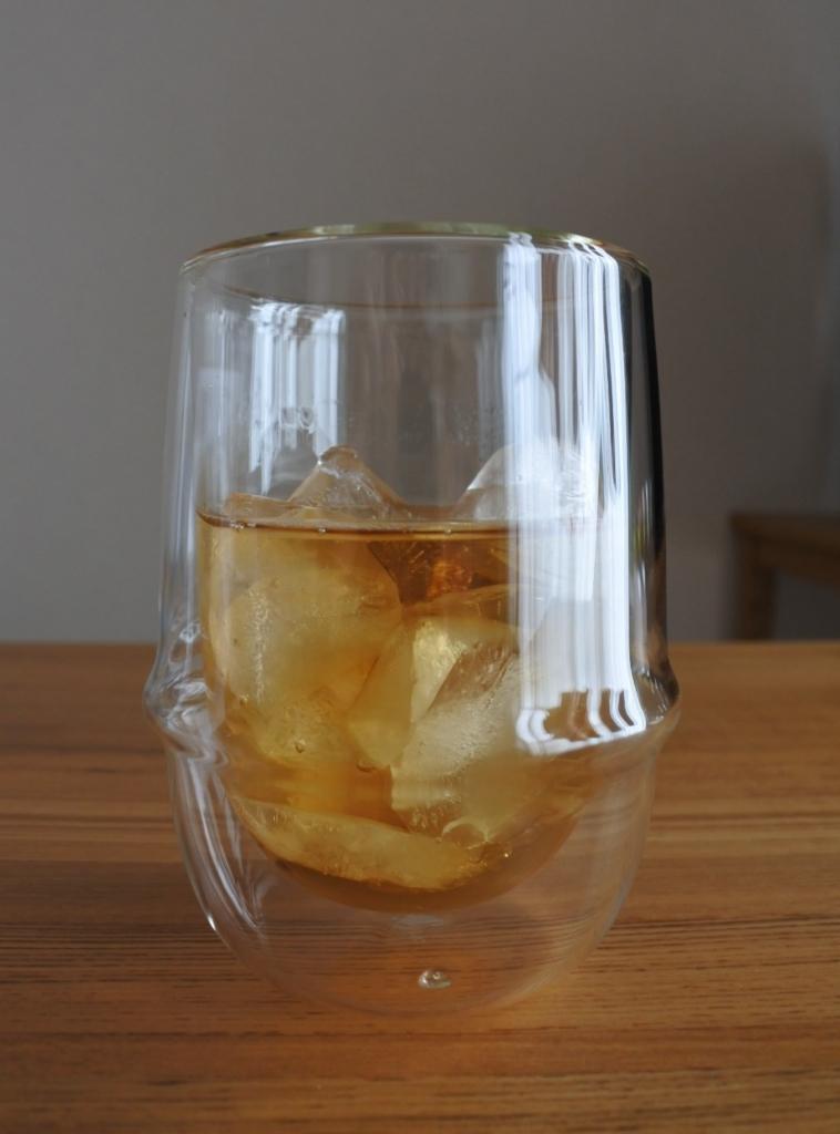 【画像】KINTO(キントー)アイスティーグラスに麦茶入れた