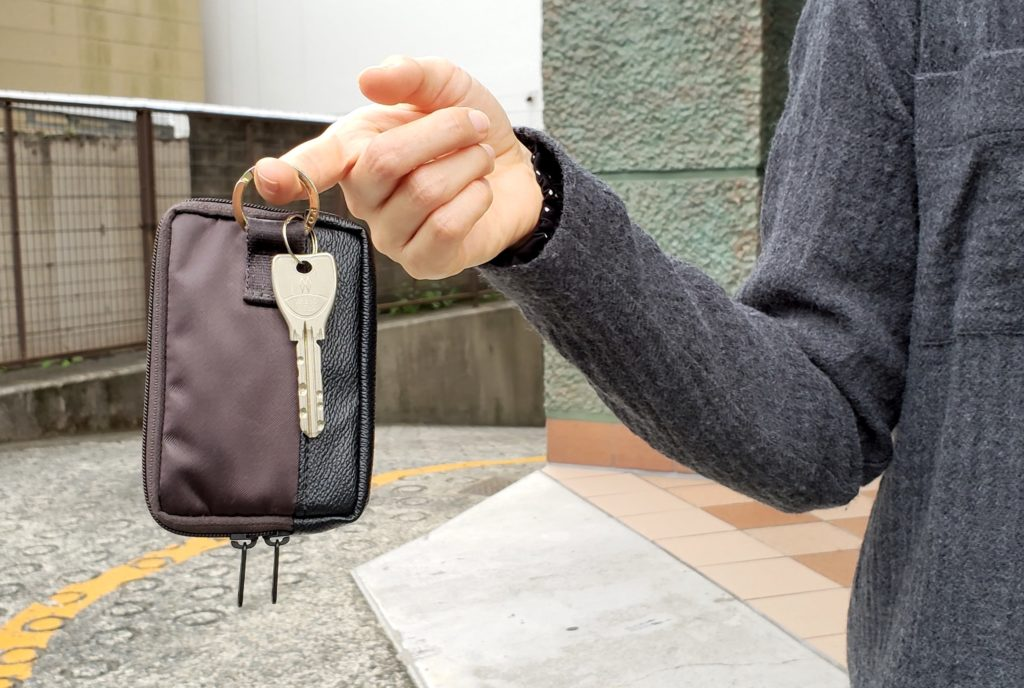 """【画像】キー、コイン、カードが入るマルチケース""""ストーム"""""""