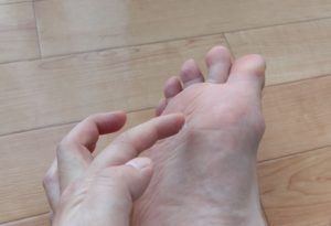 【画像】男性の臭い足に利くクリームを塗ってみた