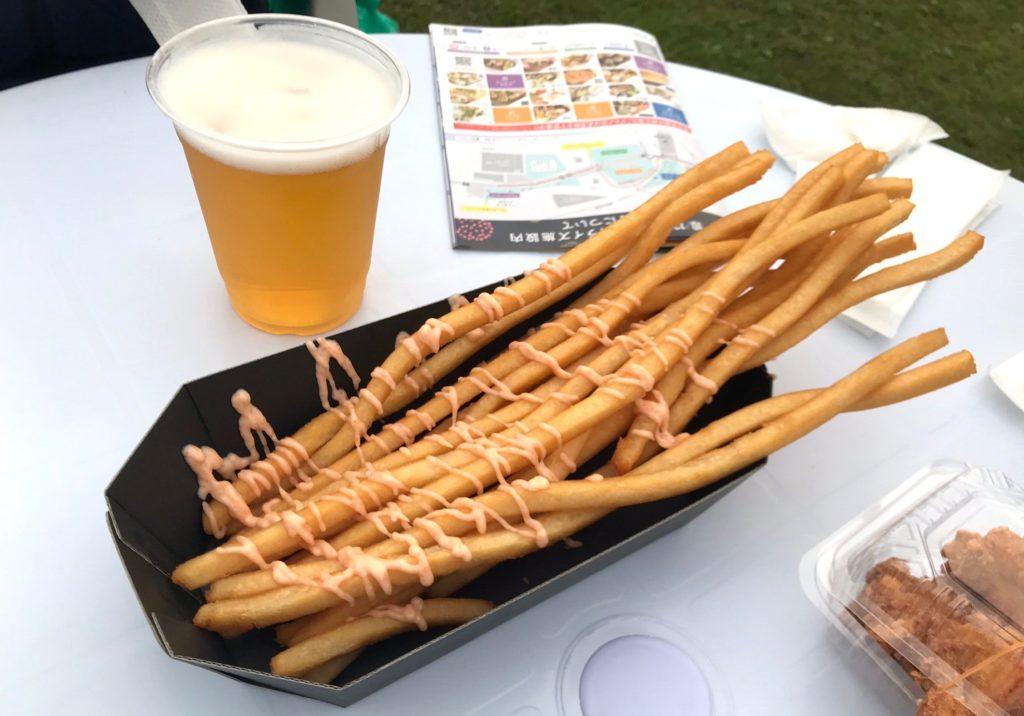 【画像】二子玉川花火大会のテーブル風景ポテトとビール