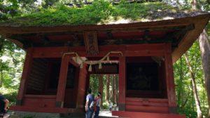 【画像】戸隠神社の風情ある建物の入り口。長野帰省