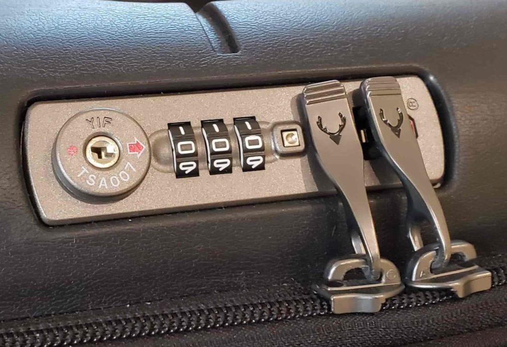 【画像】スーツケースアントラーのダイヤルロック