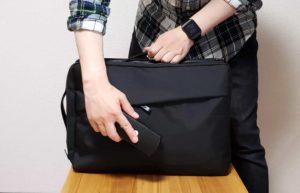 【画像】バッグをブラッシング