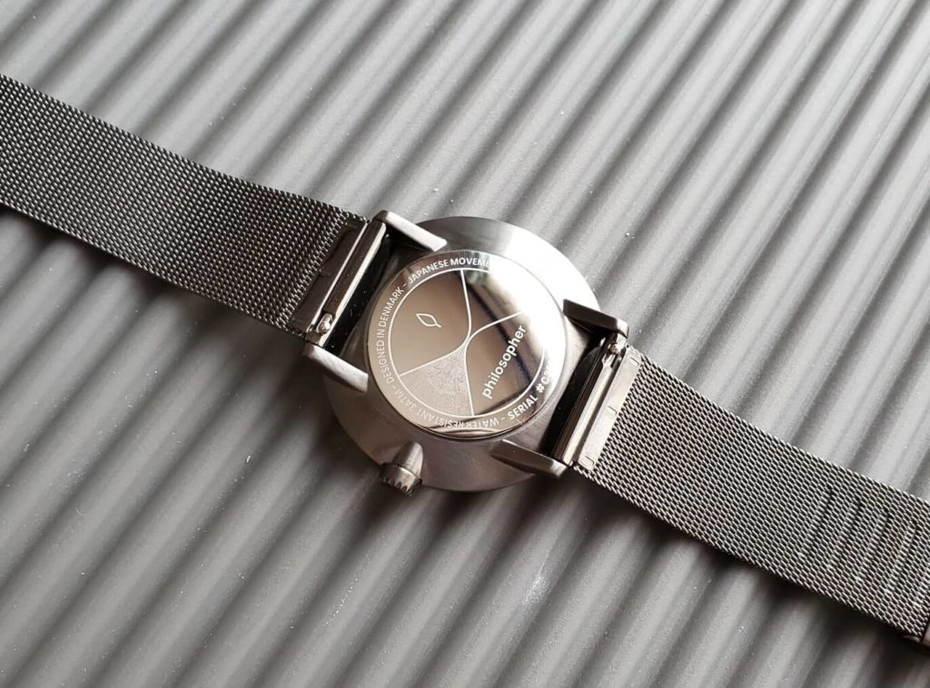 【画像】合わせやすい腕時計Nordgreen(ノードグリーン)裏面