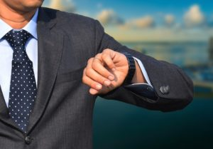 【画像】スーツにスマートウォッチは合わない