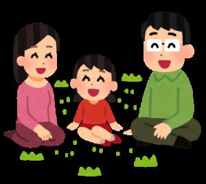 花に挨拶する家族